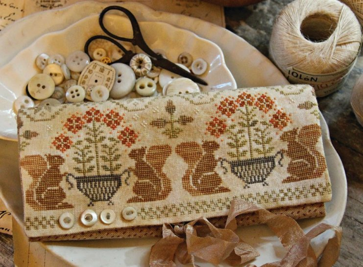 Clearance With Thy Needle CTS143 Acorn Gathering Sewing Roll