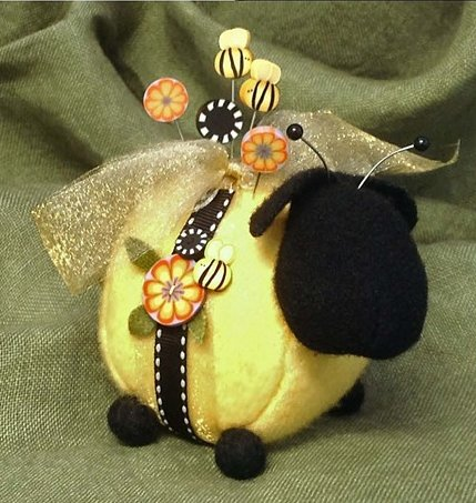 JABCo Sewing Patterns P1021 Bumble-Ewe Pincushion