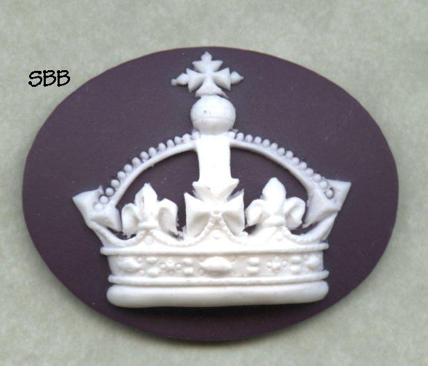 Kelmscott Designs Needle Minder Crown