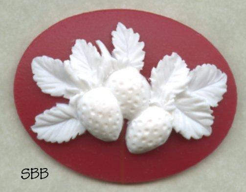Kelmscott Designs Needle Minder Strawberries