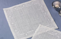 Permin Kits100613 ~ Hemstitch Tabletopper ~ 18 count Linen