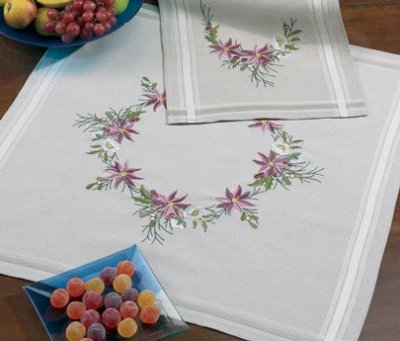 Permin Kits276682 ~ Christmas Flowers Tablecloth