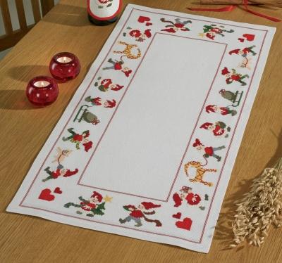 Permin Kits636613 ~ Happy Santas Table Runner ~ 14 count Aida