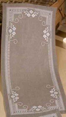 Permin Kits639628 ~ Flowers Tablerunner ~ 26 count Linen