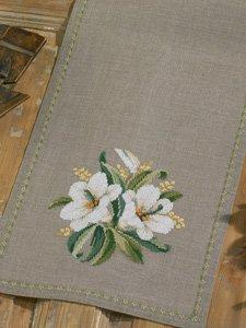 Permin Kits682133 ~ White Flower Tablerunner ~ 18 count Linen