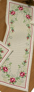 Permin Kits751681 ~ Roses Tablerunner