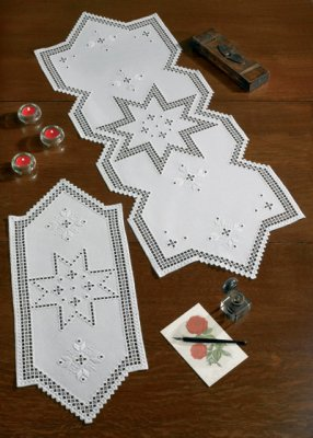 Permin Kits754624 ~ Star Hardanger Tabletopper (back) ~ 22 count Hardanger