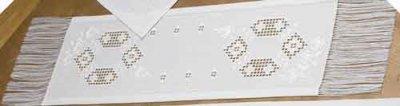 Permin Kits759664 ~ Hardanger Tablerunner White Roses ~ 22 count Hardanger