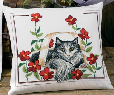 Permin Kits830146 ~ Cat With Poppies ~ 14 count Aida