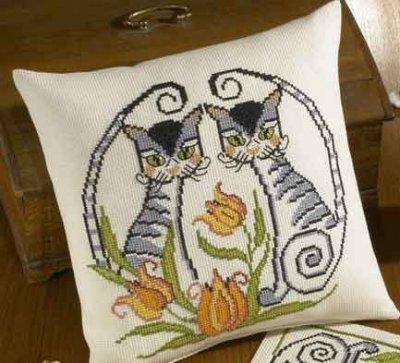 Permin Kits830907 ~ Cats Pillow ~ 8 count Aida