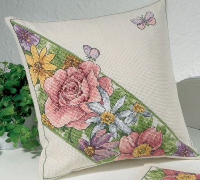 Permin Kits0834335 ~ Roses & Butterflies Pillow ~ 8 count Aida