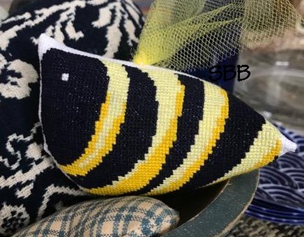 Amy Bruecken Designs Bee