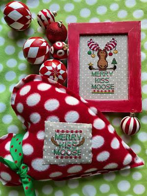 Amy Bruecken Designs Merry Kiss Moose
