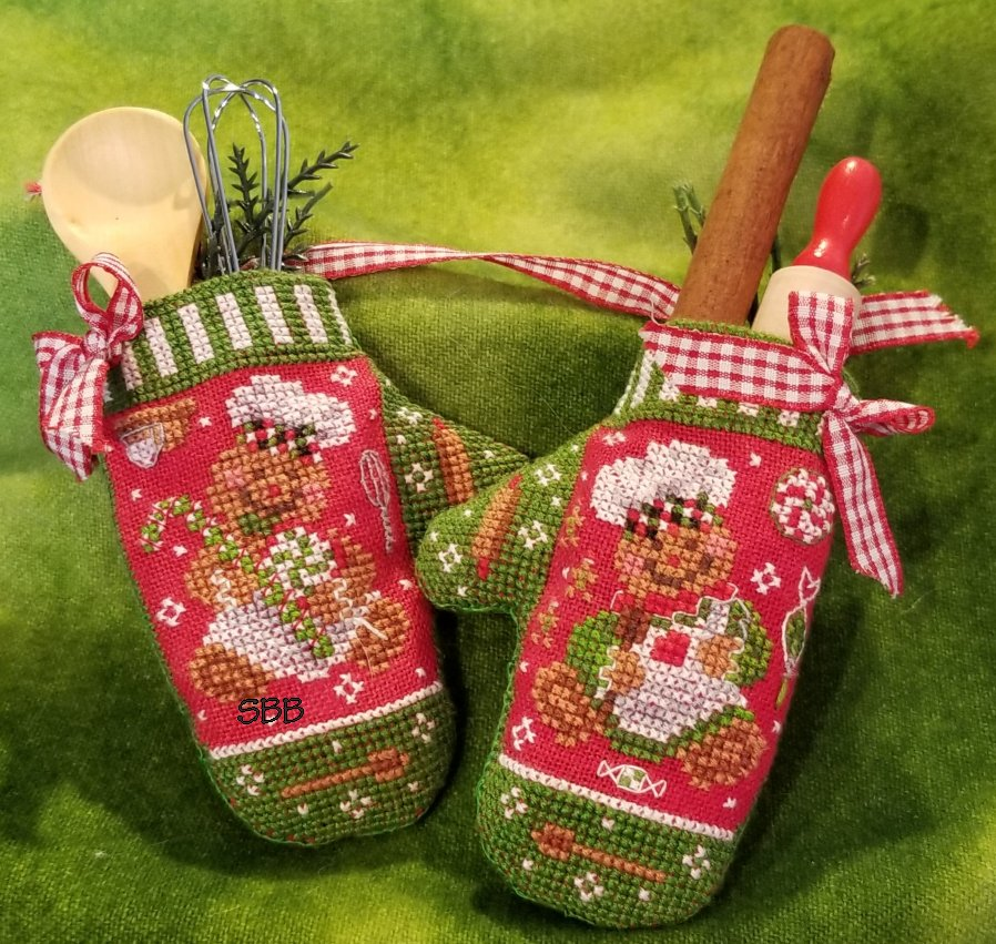 Blackberry Lane Designs Christmas Mittens
