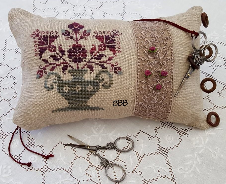 Clearance Giulia Punti Antichi Flowers & Lace ~ A Sewing Pillow