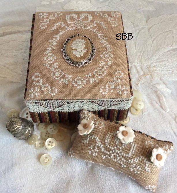 Mani di Donna Ancient Lady Sewing Box