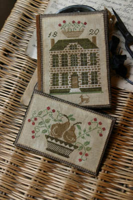 Stacy Nash Primitives Bocwood Manor Sewing Book & Thread Keep